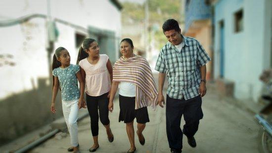 Horizontes Latinos selects Aquì Y Allà 1