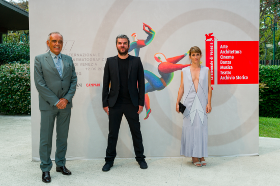 APPLES PREMIERES TO HIGH PRAISE AT VENICE FILM FESTIVAL 1